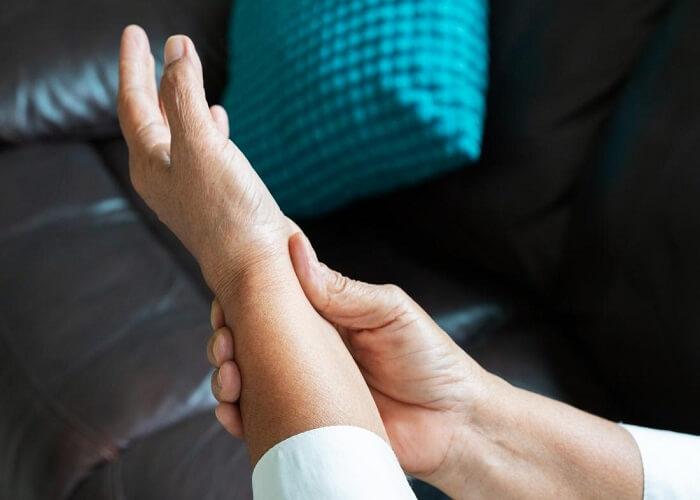 تجربه های موفق درمان مفصل با پرولوزون